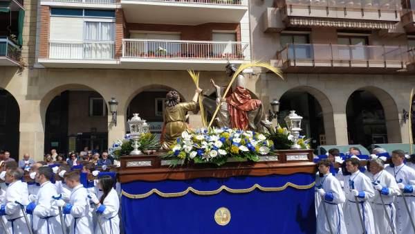 Semana Santa.- Cientos de riojanos arropan a 'La Borriquilla' en un domingo soleado y con los niños como protagonistas