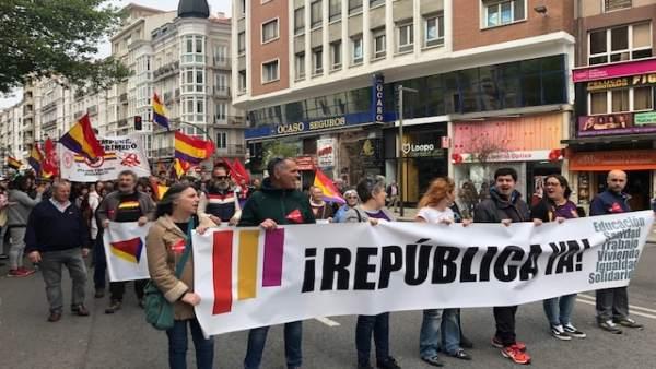Decenas de personas en Santander piden en el Día de la República 'poder decidir' su modelo de Estado