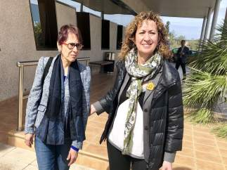 Capella, Joan Saura y Anna Sallés visitan la capilla ardiente de Neus Català en Mora d'Ebre