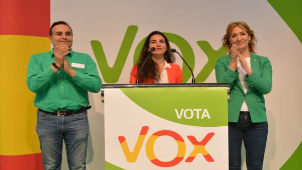 Monasterio (Vox) ve a las CCAA como '17 mercadillos que lastran a las empresas' y 'disuelven' la soberanía nacional