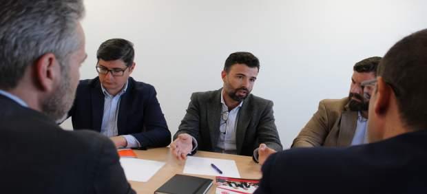 Sevilla.- Cambronero traslada a AJE el compromiso de Cs por agilizar las ayudas a empresarios y autónomos