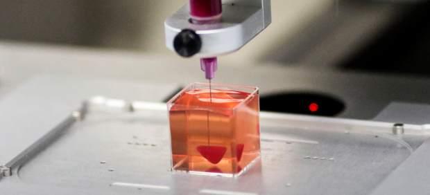 Corazón impreso en 3D mediante tejido humano.