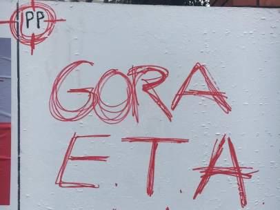Pintadas contra el PP en la localidad vizcaína de Erandio.