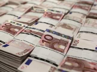 Economía/Macro.- El Tesoro coloca 3.518 millones en deuda a largo plazo y ahonda en los tipos negativos