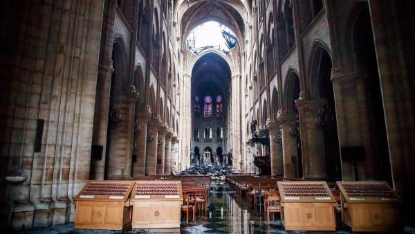 Los daños en el interior de Notre Dame tras el incendio