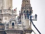 (Ampl 2) Extinguido el incendio en la catedral de Notre Dame de París
