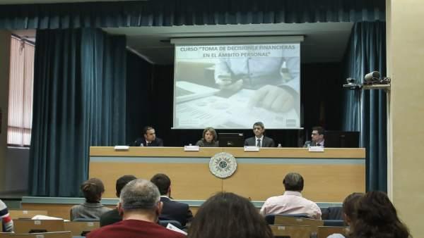 Málaga.- Unicaja.- La tercera edición del curso 'Toma de decisiones financieras' de Edufinet reúne a 200 participantes