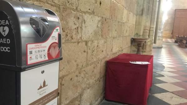 La Catedral de Segovia instala desfibriladores para 'cardioproteger' a sus visitantes