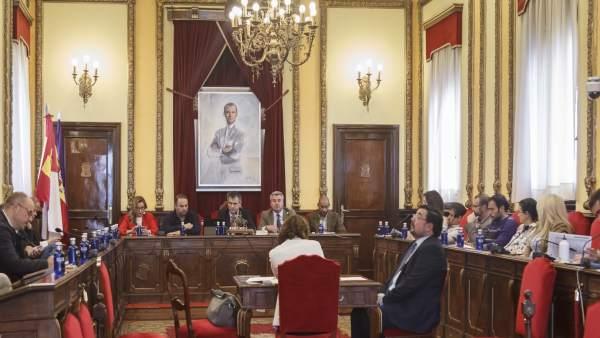 El pleno de Guadalajara aprueba una modificación de crédito que garantiza las ayudas a clubes y asociaciones