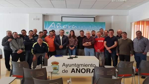 Córdoba.- Ganaderos de Añora exponen sus principales problemas a la delegada de Agricultura de la Junta