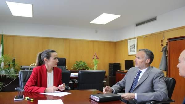 [Grupohuelva] 1 Nota Y 2 Fotos Delegación Gobierno Huelva (Reunión Aiqbe)