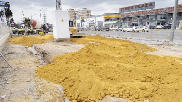 Sevilla.-Arrancan obra que elimina áreas terrizas en Montes Sierra y crea itinerario peatonal con Carretera Amarilla