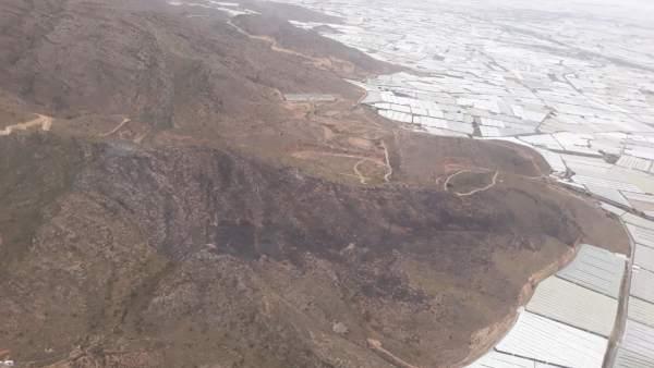 Almería.- Sucesos.- Extinguido el incendio forestal del paraje La Alberquilla