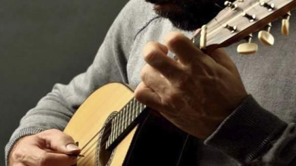 Málaga.- El artista y compositor Juan José Robles lleva la música folk al Centro Cultural Provincial MVA