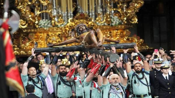 Málaga.- S.Santa.- El desembargo de la Legión y el traslado del Cristo de la Buena Muerte emocionan a Málaga