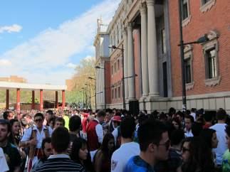 Cientos De Ciudadanos Disfrutan De Un Bando De La Huerta Soleado