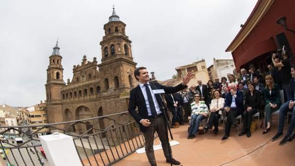 28A.- Casado Pide Pensar En La 'Patria' Antes De Votar Para Echar A Sánchez Y La 'Tropa' De Independentistas Y Batasunos