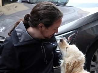 Iglesias con un perro
