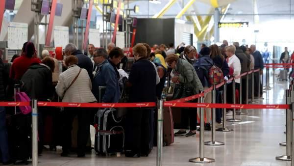 817d0ee895 Siguen buscando un acuerdo para evitar la huelga de 'handling' convocada para  el domingo en aeropuertos españoles