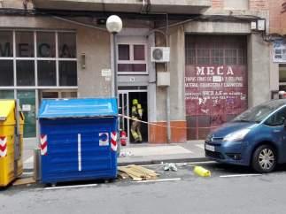 Una mujer, trasladada al San Pedro por inhalación de humo en un incendio en un portal en Logroño