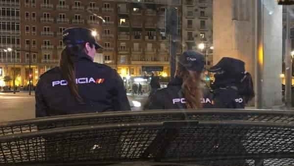 Detenido un joven por amenazar a otros dos con una catana por la calle en Valencia