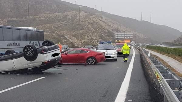 Alicante.- Sucesos.- El temporal provoca accidentes de tráfico en Orihuela, Novelda y San Vicente del Raspeig