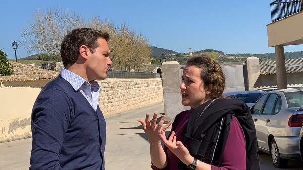 Albert Rivera se reúne en Sayatón (Guadalajara) con la candidata de Ciudadanos al Congreso de los Diputados por Guadalajara, María Ángeles Rosado