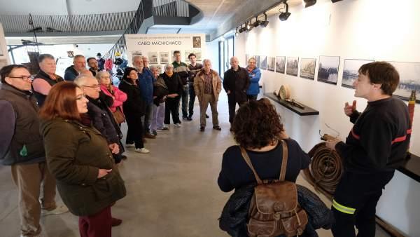 Santander.- Usuarios del Padre Menni y Asociación Personas Sordas conocen la tragedia del Machichaco en Museo Bomberos