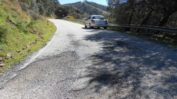 Carretera mal estado asfaltado pavimentación arreglo obra montaña