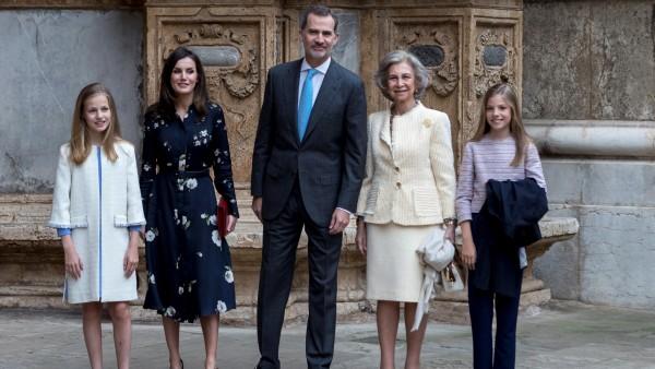 La familia real regresa un año después al escenario del rifirrafe entre la reina Letizia y la reina Sofía