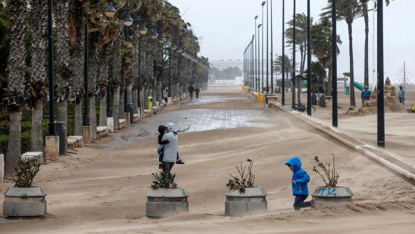 La lluvia y el viento mantienen en alerta a nueve provincias