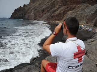 Cruz Roja presta cobertura en 26 playas de Canarias durante la Semana Santa