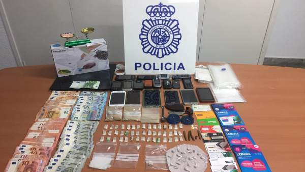 Málaga.- Sucesos.- Desmantelan un punto de venta de droga al menudeo y detienen a cinco personas en El Palo
