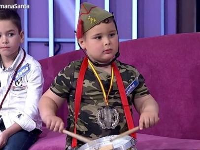 Juan, el niño vestido de legionario en 'Menuda noche'