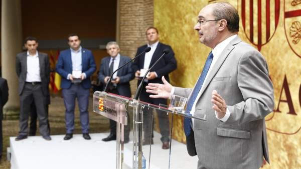 Lambán emplaza, en Huesca, a defender la explotación familiar agraria para hacer frente a la despoblación