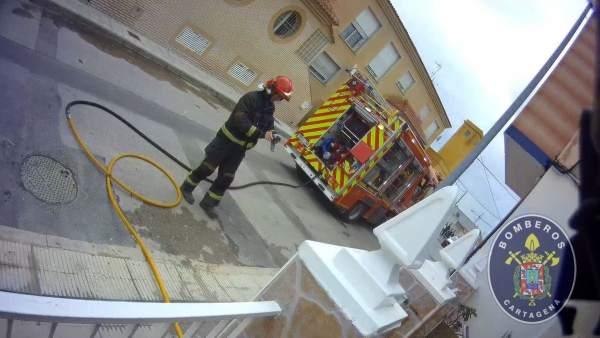Sucesos.- Bomberos de Cartagena extinguen un incendio en una vivienda de Los Dolores