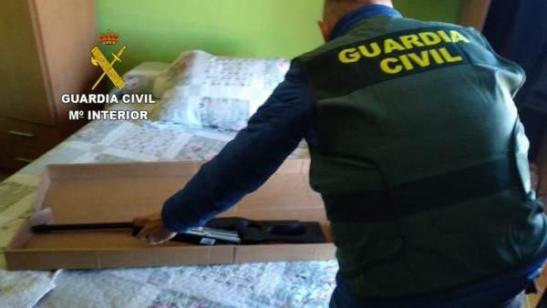 Sucesos.- Detenidas cuatro personas por el robo de varias armas de fuego y su posterior tráfico