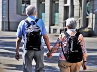 Tener entre 65 y 70 años