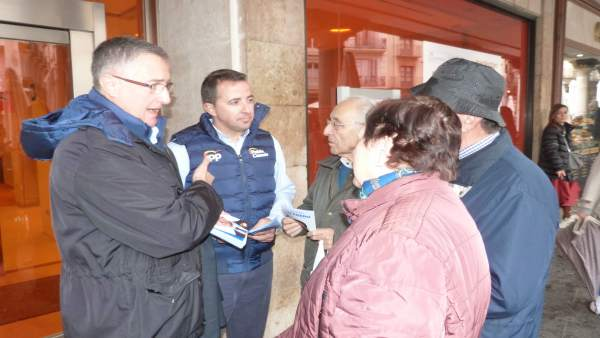 28A.- Los Candidatos Del PP En Teruel Reparten Un Documento Con Ocho Compromisos Por La Provincia