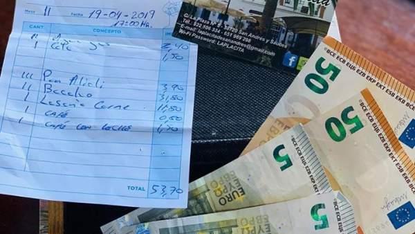 La cuenta y el dinero que encontró el camarero de La Placita, La Palma