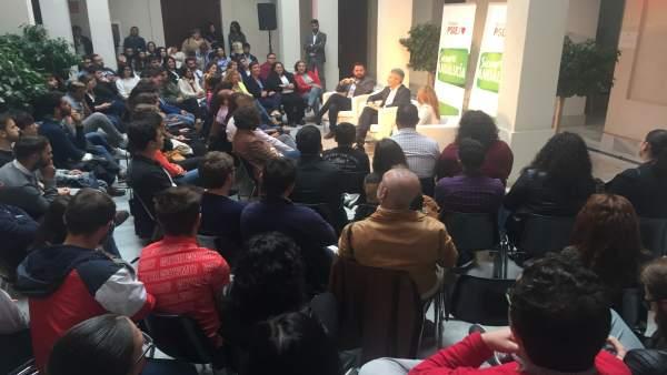Cádiz.- 28A.- Marlaska escucha a jóvenes, a quienes advierte de que los derechos logrados 'hay que pelearlos cada día'