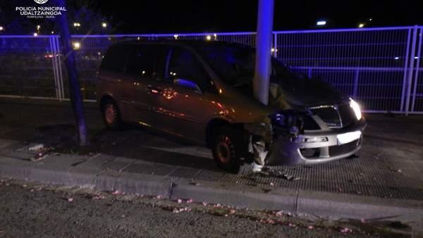 Sucesos.-Policía Municipal incoa diligencias a un menor de 17 años que conducía un vehículo y ha chocado contra un árbol