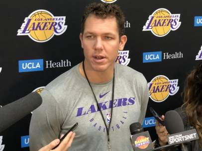 Luke Walton, exentrenador de los Lakers