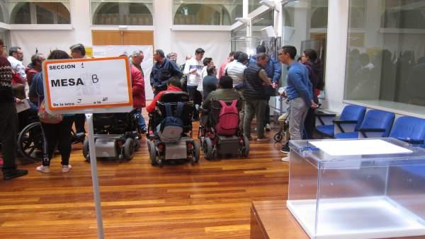 28A.- Un Centenar De Personas Con Discapacidad Intelectual Participan En Badajoz En Un Simulacro Electoral