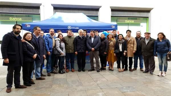 FOTO FIRMA:EP. Suárez Illana en Salamanca junto a integrantes y candidatos del PP de Salamanca