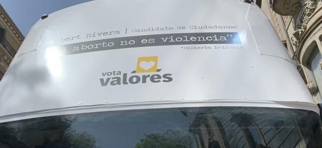 La CUP para el autobús de Hazte Oír en Barcelona y los Mossos identifican a uno de sus candidatos.