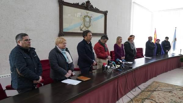 El Ayuntamiento de Pontecesures (Pontevedra) guarda un minuto de silencio por la muerte de una pareja de gallegos en Sry Lanka