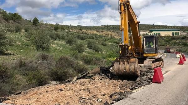 Jaén.- Comienza la reparación de la carretera A-315 para mejorar la seguridad en Torreperogil y Huesa