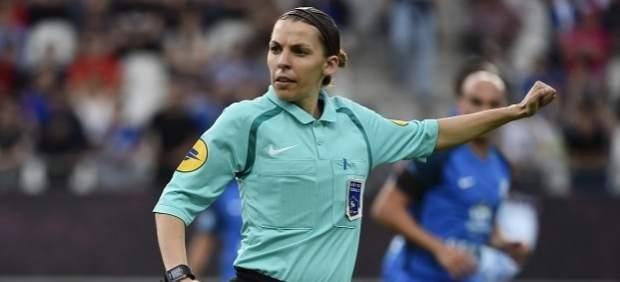La árbitro francesa Stéphanie Frappart