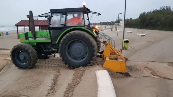 Las playas de la ciudad de Valencia volverán a estar 'en condiciones' durante esta semana después del temporal